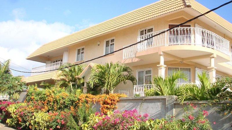 Appartement vue magnifique sur mer / montagnes, endroit calme et reposant., location de vacances à Bambous