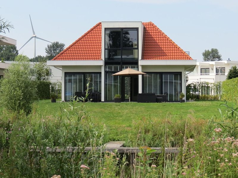 Holiday Home in Zeewolde with Jetty – semesterbostad i Provinsen Flevoland