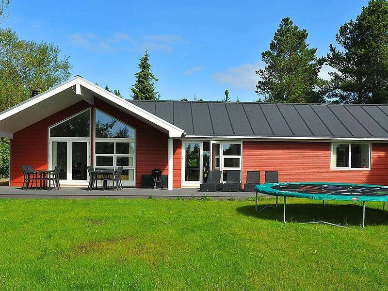 Luxurious Holiday Home in Oksbøl With Private Whirlpool, location de vacances à Varde