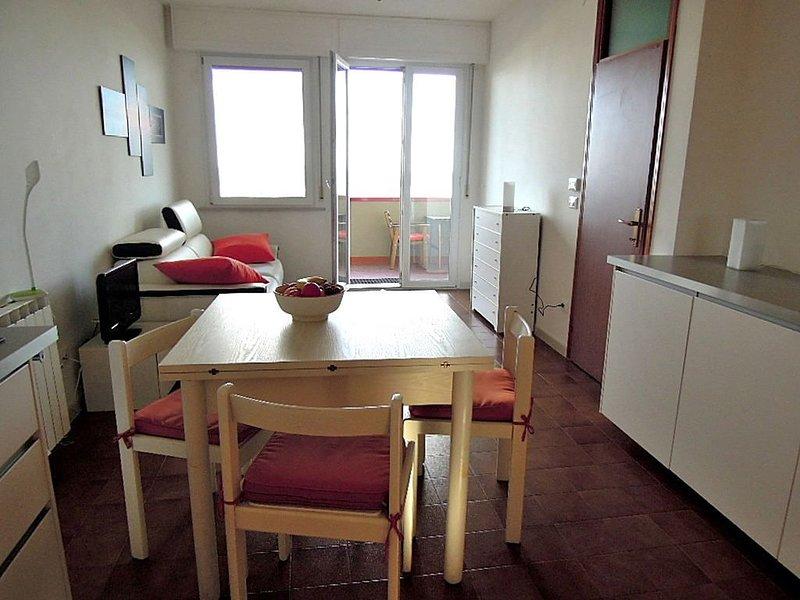 woning aan het strand,groot balkon, vrij uitzicht over ze, holiday rental in Savio di Ravenna