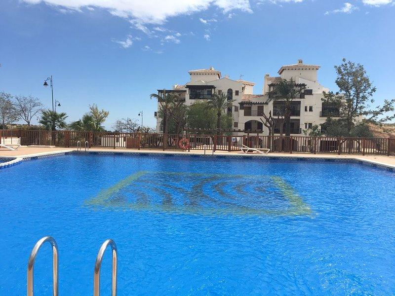 APARTAMENTO GOLF , PISCINA Y TRANQUILIDAD, location de vacances à Banos y Mendigo