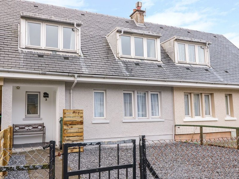 Sonas 3 Kenmore Cottages, BENDERLOCH, vacation rental in Connel