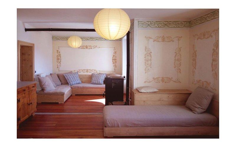 Suggestivo appartamento affrescato zona Bormio-Bagni Vecchi, Ferienwohnung in Valchava
