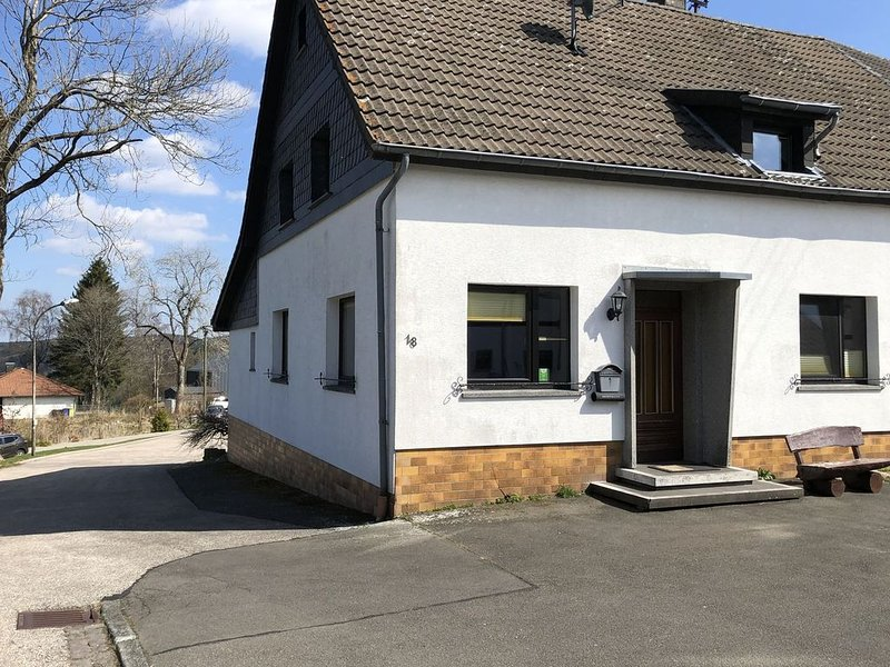Charming, cosy apartment in a peaceful area., holiday rental in Hellenthal