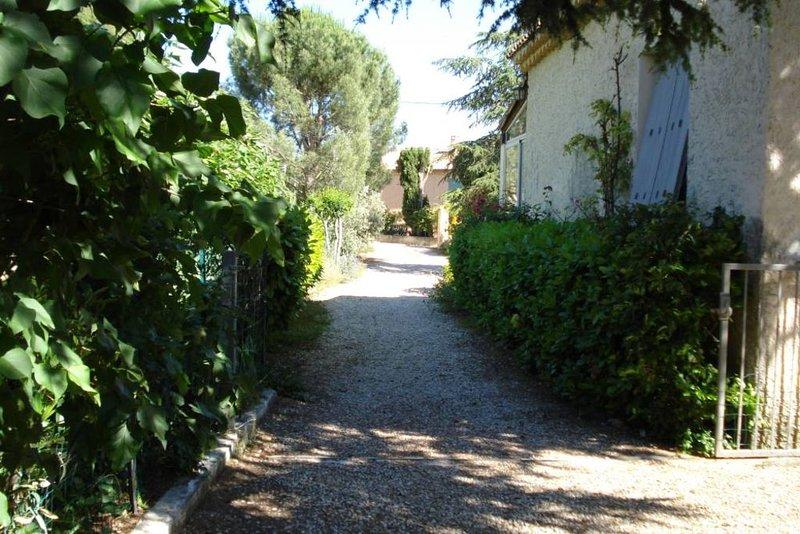Gite indépendant dans l'un des plus beaux villages de Provence, location de vacances à Bedoin
