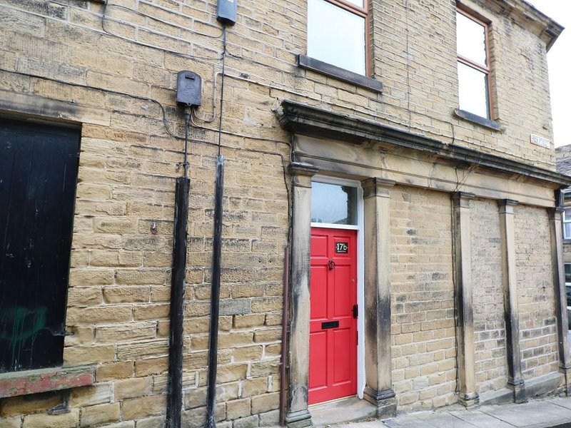 17B Church Street, HONLEY, holiday rental in Grange Moor
