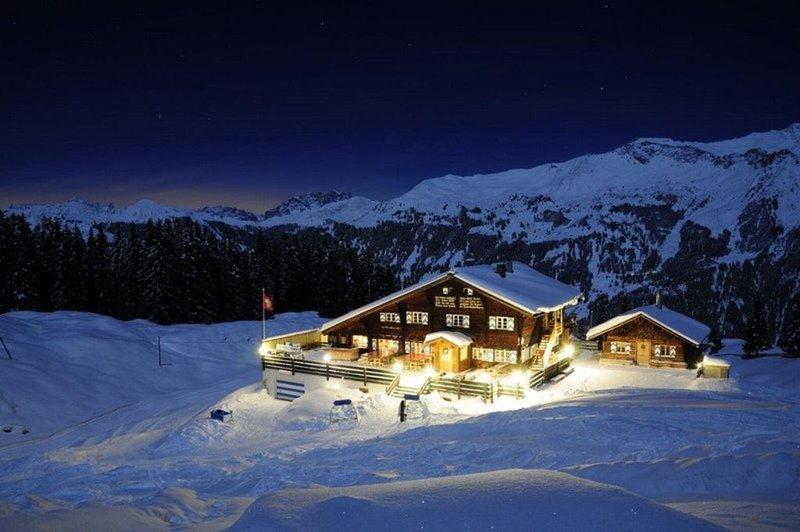 Ultimate 'Last Christmas' Chalet on the slopes of Klosters/Davos, sleeps 34!!!, alquiler de vacaciones en Klosters