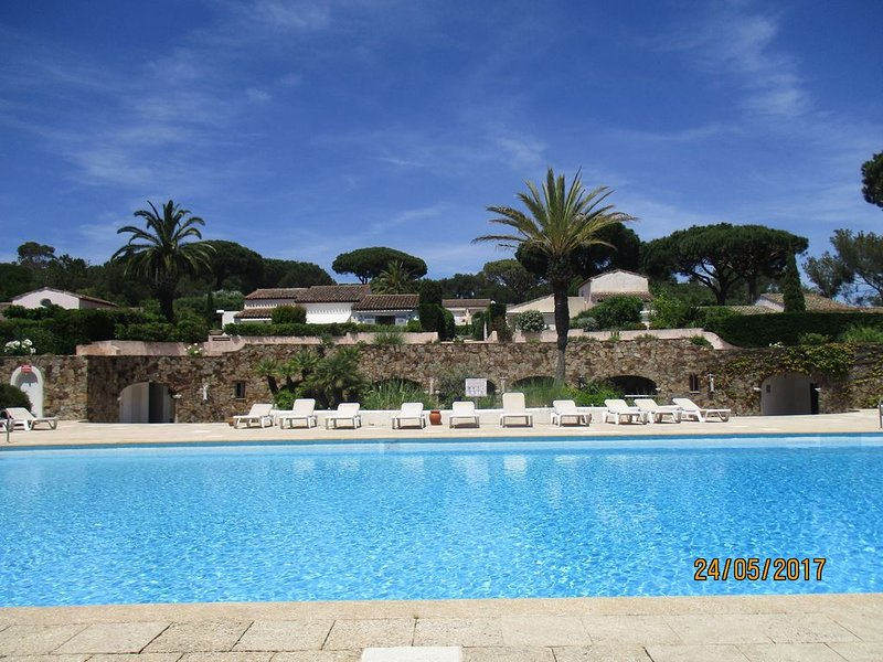 Apartment In Exclusive St Tropez Development Near Pampelonne, Ferienwohnung in Saint-Tropez