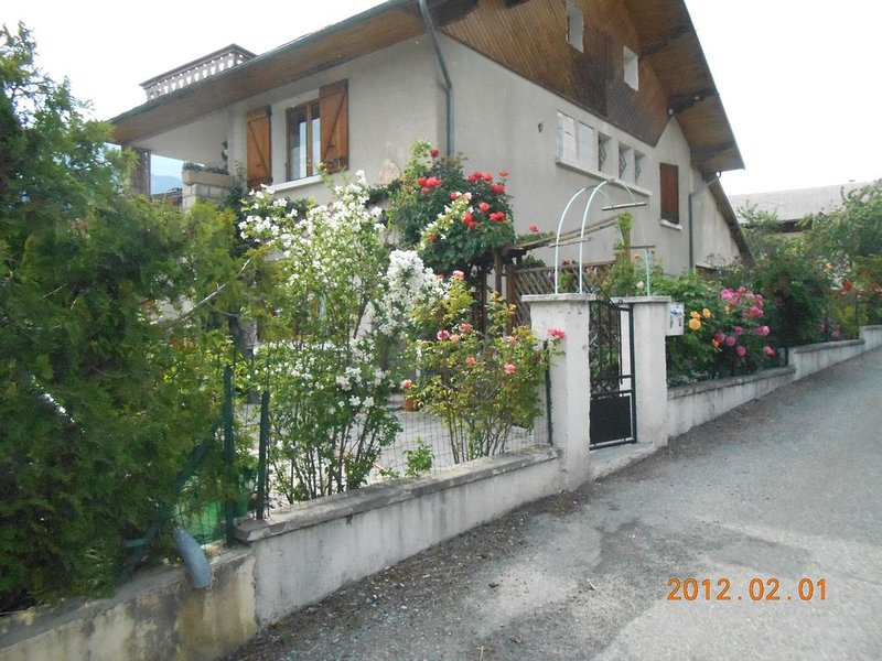 appartement montagne dans maison, holiday rental in Champcella