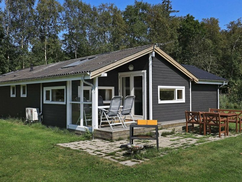 Scenic Holiday Home in Jutland with Terrace, alquiler vacacional en Kandestederne