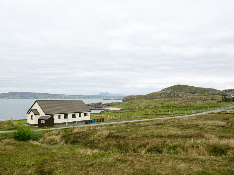 2 Bayview Bungalow, POOLEWE, holiday rental in Aultbea