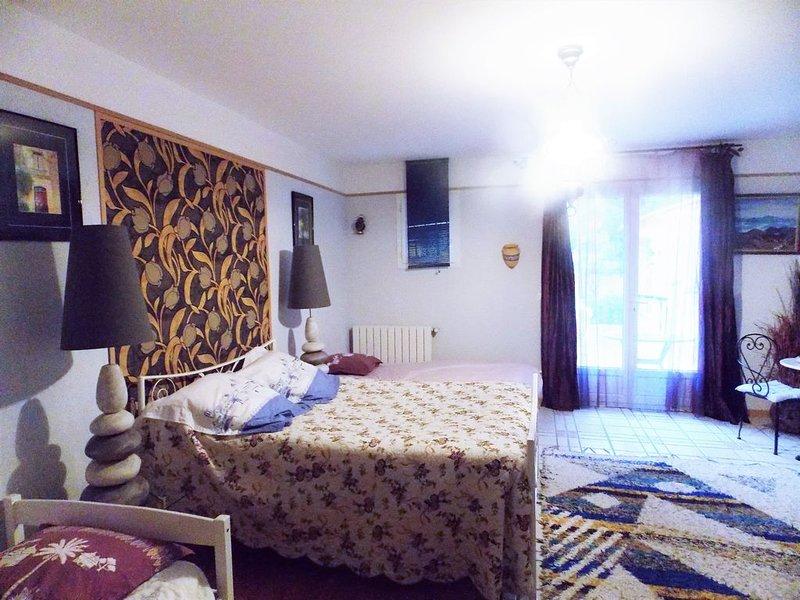 suite LAVANDE dans notre maison d'hôtes, holiday rental in Brouzet-les-Quissac