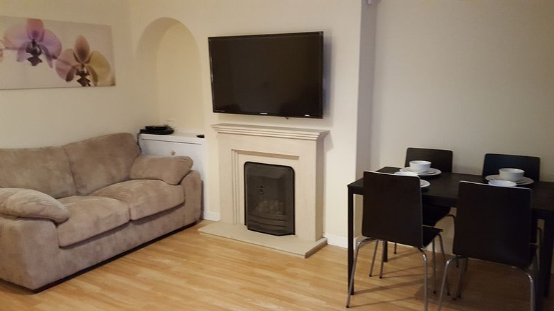 3 Bed house, Central Scotland Location, sandwiched between Glasgow & Edinburgh, casa vacanza a Larkhall