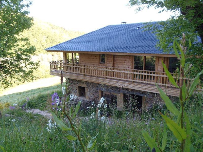CHALET BOIS PLEINE NATURE 6 PLACES, Ferienwohnung in Espalion