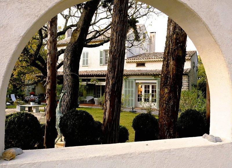 Finis Hortorum, luxe familiehuis op landgoed met zwembad nabij Aix en Provence, holiday rental in Rians