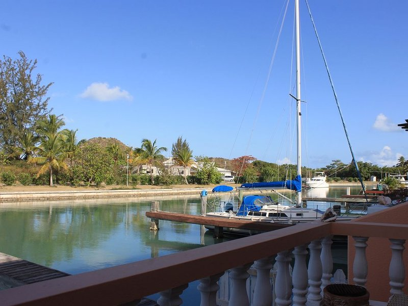 Exceptional waterfront villa, short walk to beautiful secluded beach. – semesterbostad i Antigua