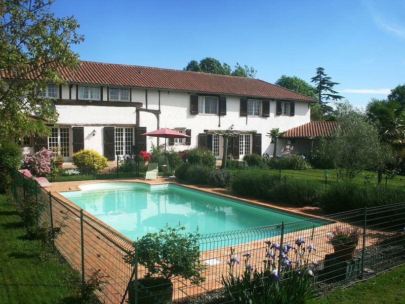 Country House, private, heated pool.  Jazz in Marciac 2019, nr Golf  & Pyrenees, holiday rental in Cazaux-Villecomtal