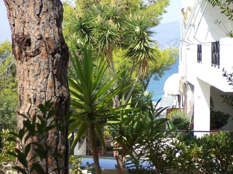 PARADISO Ισογειο διαμερισμα στη Σαρωνιδα, holiday rental in Saronida