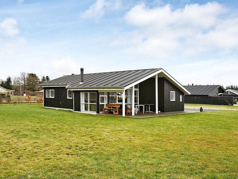 Cosy Holiday Home in Hadsund with Sauna, vacation rental in Rebild Municipality