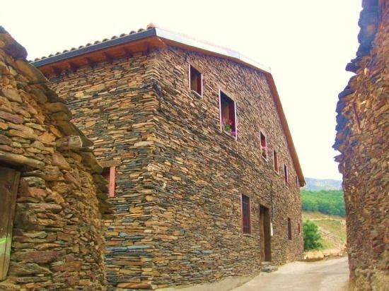 Casa Rural Albarranco (2-4 pers).Paisajes otoñales de ensueño a 1:30 de Madrid, holiday rental in Valverde de los Arroyos