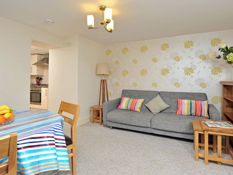 30 Trinity Mews - coaching mews just a few steps from harbour and town centre in, vacation rental in Torquay