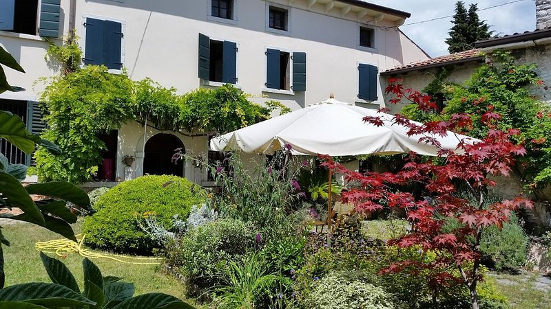 Villa Glicine in valpolicella, holiday rental in Bussolengo