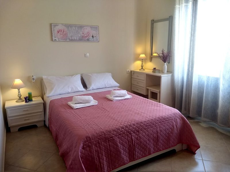 Two-bedroom traditional Cycladic holiday home in Platanias, only 100m to beach!, vacation rental in Platanias