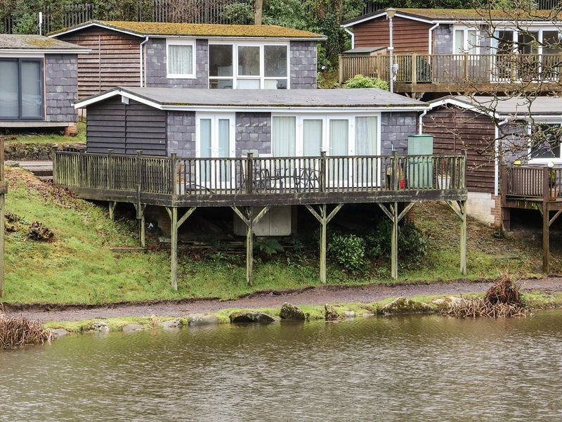 85 Lower Lakeside Chalet, CAEATHRO, holiday rental in Dinas