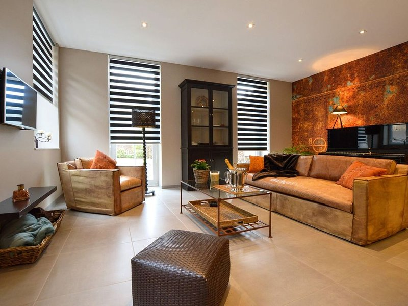 Splendid ground floor apartment with garden in the very center of Spa, holiday rental in Spa