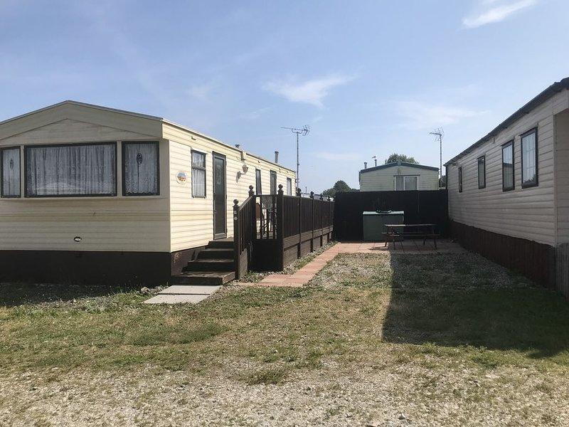Caravan on friendly family run site, perfect spot to explore Cornwall., casa vacanza a Tywardreath