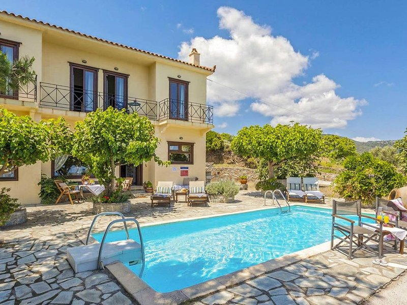 Villa Raches: Large Private Pool, Sea Views, A/C, WiFi, vacation rental in Skopelos