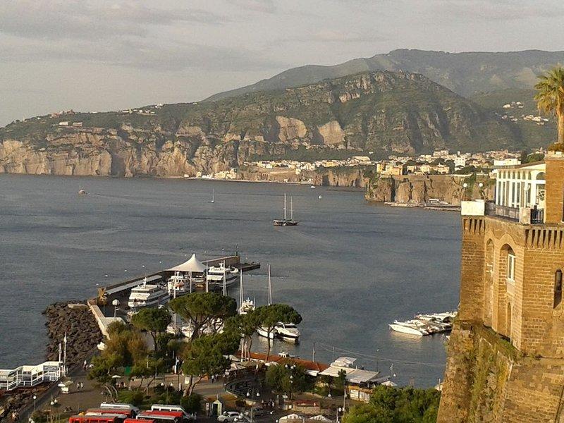 vue sur le port de Sorrente depuis la Villa Comunale, à 100 m à pied de notre maison