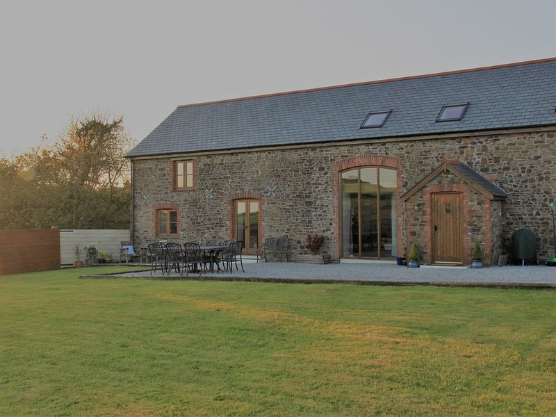 Beautiful barn, in the heart of the Devon countryside. 8 miles from Bude, holiday rental in Bradworthy