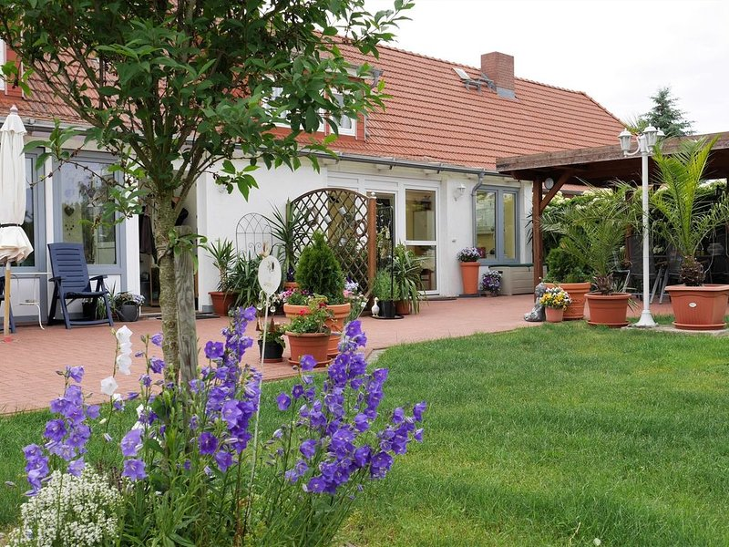 Pretty Apartment in Am Salzhaff with Fireplace, alquiler de vacaciones en Rostock