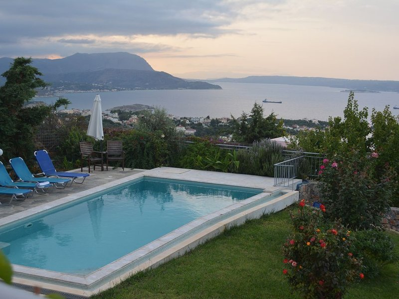 Bay View Villa I in Crete with private swimming pool and modern convenient, holiday rental in Drapanos