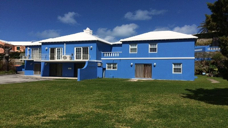 FANTASTIC SPACIOUS VACATION HOME, holiday rental in Hamilton Parish
