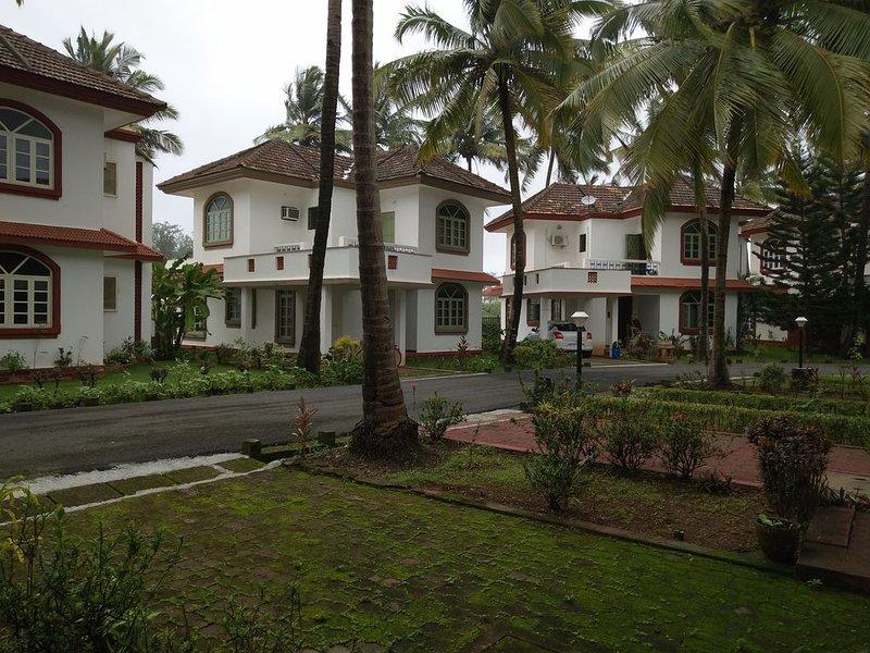 Beachfront Villa at Betalbatim, holiday rental in Betalbatim