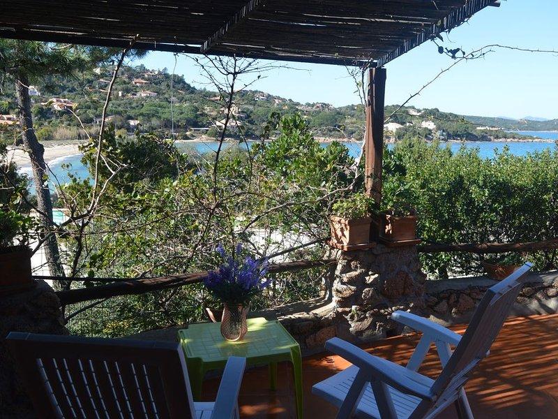 Cala Girgolu house 50 meters from Cala Giorgolu beach, alquiler de vacaciones en Punta Pietra Bianca