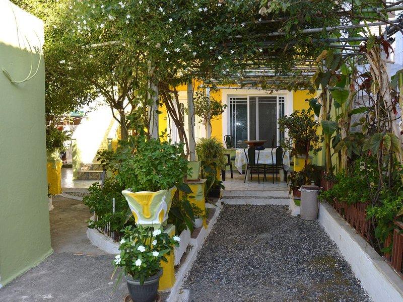 Rhodes : Centre ville près du port. Maison avec air conditionné,terrasse,cour et, vacation rental in Rhodes Town