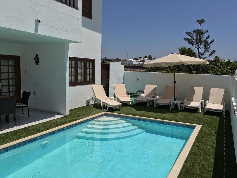 Stunning Villa Margarita.  Excellent location in Puerto Del Carmen with sea view, vacation rental in Tias
