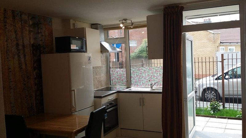 Stunning apartment with private garden, holiday rental in Wood Green