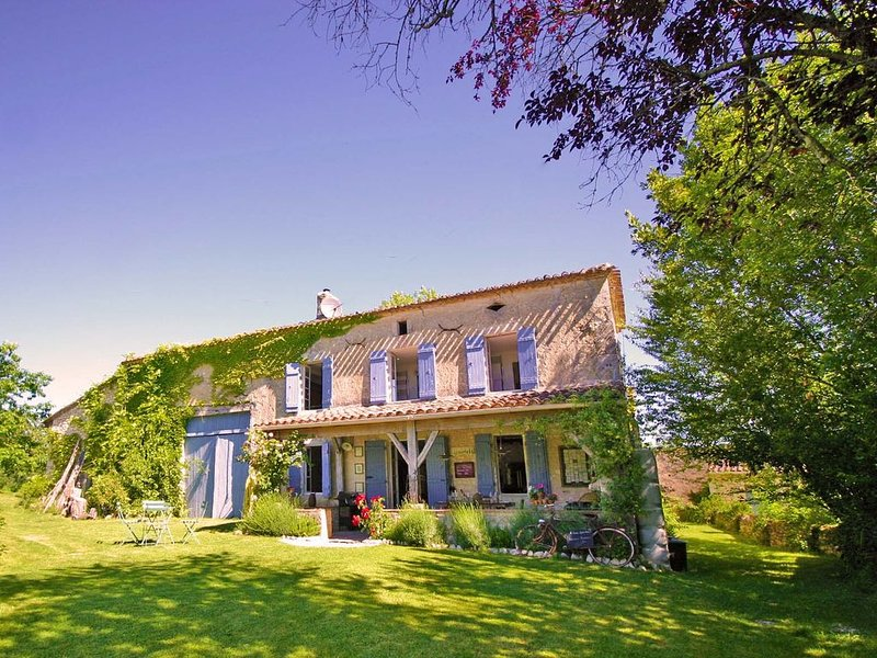 Old Stone Farmhouse - Idylic French Living & Boutique Luxury - Private Pool, casa vacanza a Riocaud