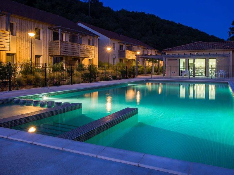 À 300m du Centre ! Appart avec accès Piscine + Wi-Fi, vacation rental in Les Eyzies-de-Tayac-Sireuil