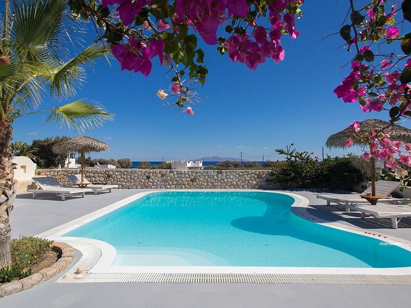 Kallisto Houses-Daphne, sunny house for 6, private pool., vacation rental in Monolithos