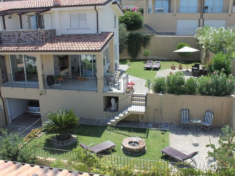 South Italian luxury house with sea view in holiday area and access to swimming, holiday rental in Davoli