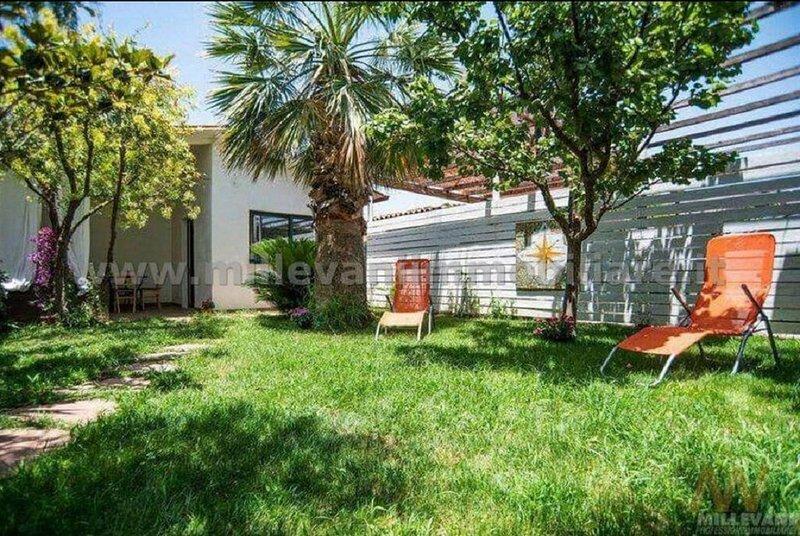 Villa  con giardino e discesa privata a 50 metri dal mare, holiday rental in Donnalucata