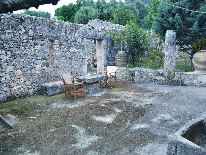 ''LIOTRIVI''  (Λιοτρίβι) a traditional house in north Zakynthos, location de vacances à Korithi