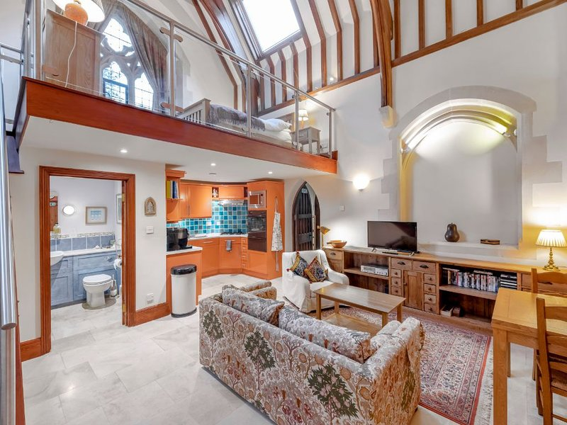 North Transept - part our converted Victorian Gothic church, vacation rental in Lacock