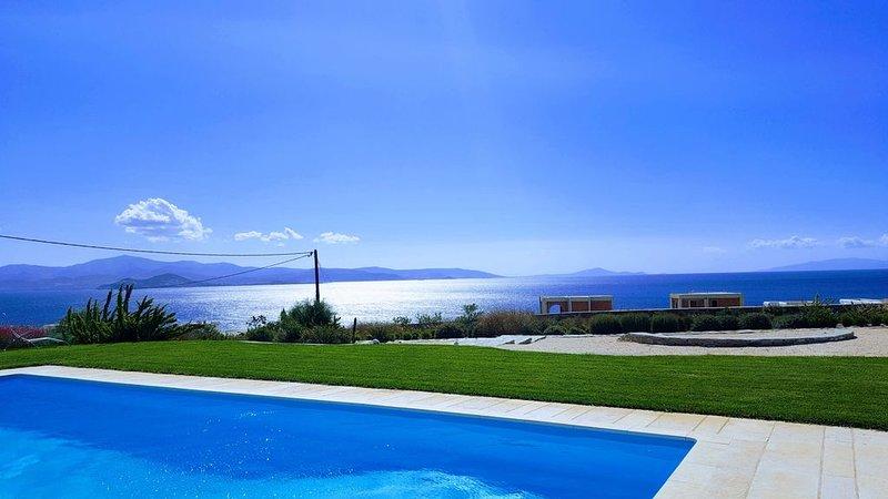 Villa haut de gamme bord de mer, vue imprenable, proche Naoussa et Santa Maria, aluguéis de temporada em Naoussa