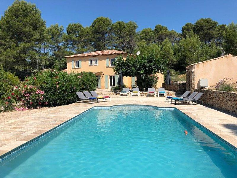 New! Magnificent villa with heated pool near Provençal village, casa vacanza a Flayosc